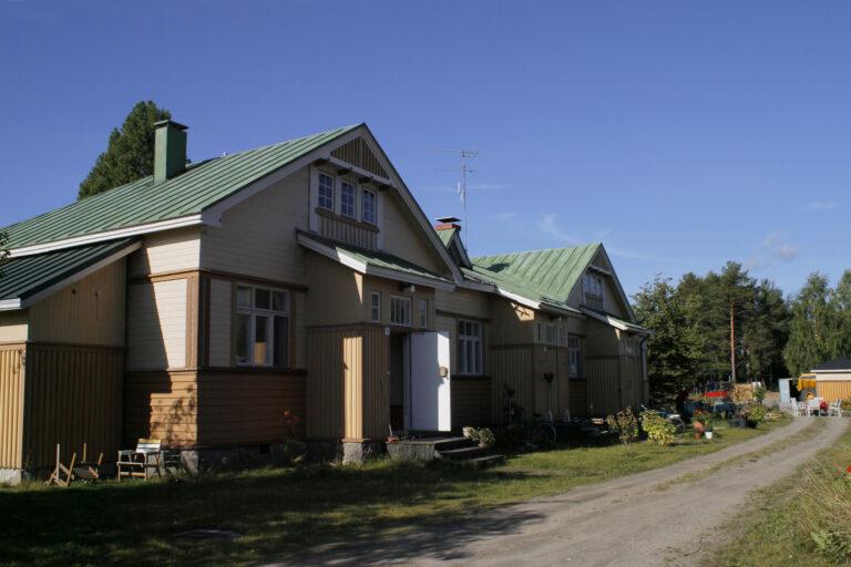 Pielisenkatu 2 rautatielaisten asuinkasarmi